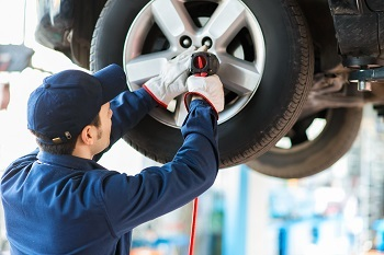 Wheels and Tyres Service Image